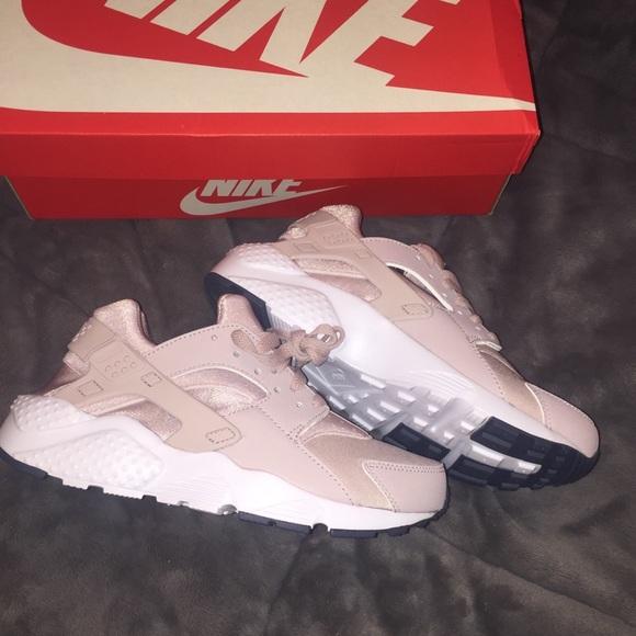 a349befe8cb4 Nike Huaraches
